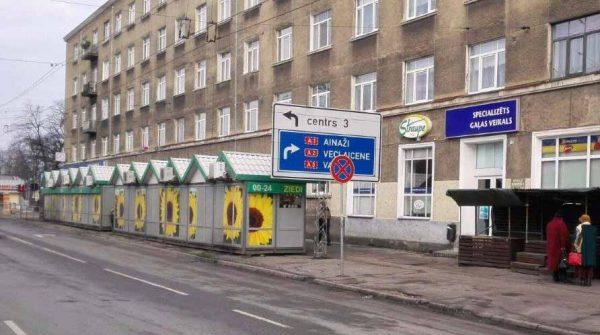 Slēgta tirdzniecības vieta Čiekurkalna tirgū.