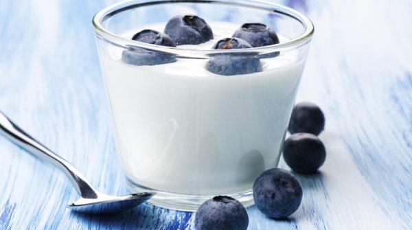 Melleņu jogurts glāzītes fasējumā