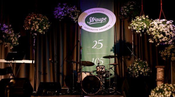 PKS Straupe svin 25 gadu jubileju